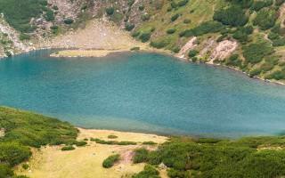 Lake below Cindrel peak