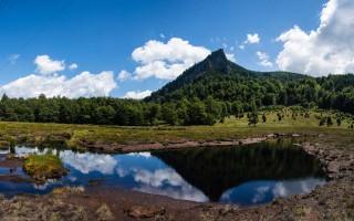 The Creasta Cocosului volcanic peak