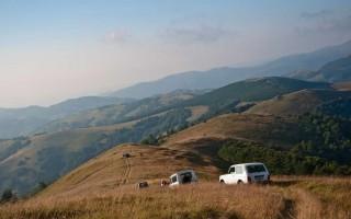 Descending from Besna Kobila
