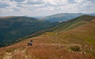 Down the ridge of Vardenik mountain