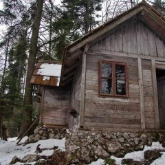 Wooden house at one of the scenic viewpoints