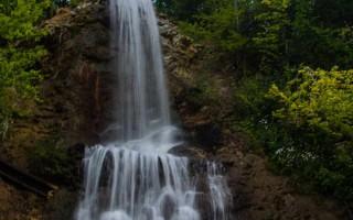 A waterfall near Desesti